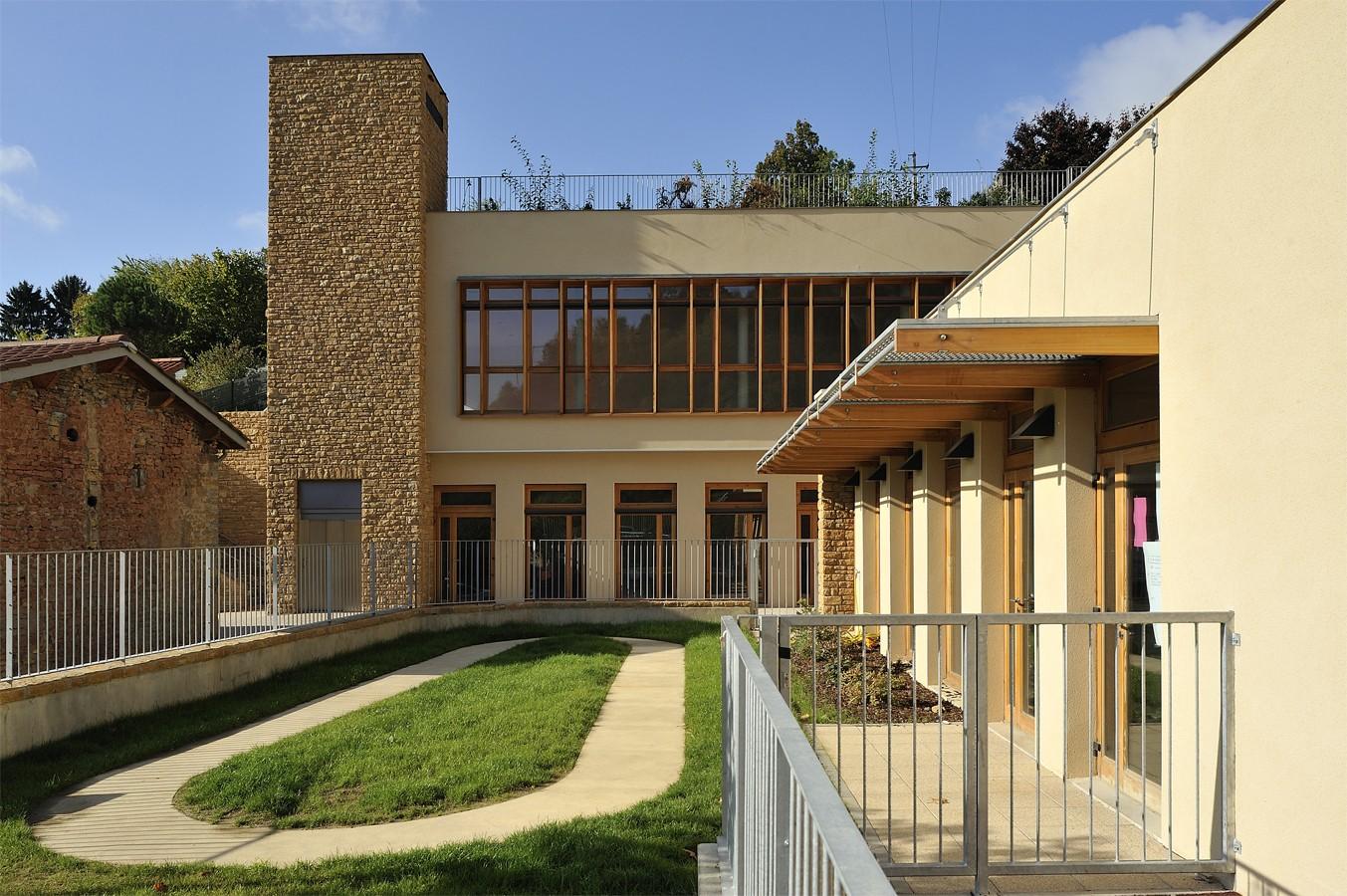 Tekhn architectes p le communal de poleymieux for Assistant d architecte